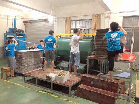 factory-machinery-UNI-POP-paper-cardboard-displays-003