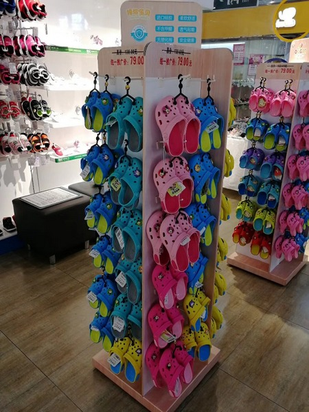 UNI POP / PDQ Displays inside stores for shoes